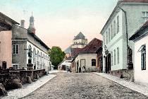Kromě zámku a kostela sv. Jana Nepomuckého na náměstí se v Rožmitále pod Třemšínem dají najít kouzelné křivolaké uličky a malé domky.