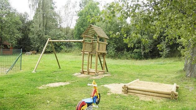 Dětské hřiště v Roželově po loupeži