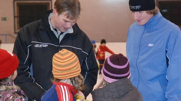 Závěrečné školy bruslení se zúčastnil i reprezentační brankář Miroslav Kopřiva.