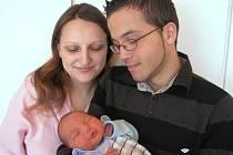 Denis Hradil si pro příchod na svět vybral pátek 9. března a v ten den vážil 3,62 kg a měřil 51 cm. Útulný domov pro prvorozeného syna přichystali v Příbrami maminka Sofie a tatínek Ivo.
