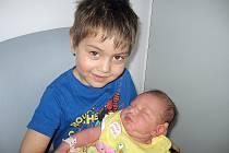 Alice Ferková se mamince Lucii a tatínkovi Milanovi z Březnice narodila v úterý 10. března, vážila 2,85 kg a měřila 48 cm. Velkou radost ze sestřičky má čtyřletý Adriánek.