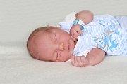 Dominik NĚMEJC se narodil 2. května s váhou 3,88 kg a mírou 51 cm Denise a Pavlovi ze Staré Huti. Doma už se na brášku těší Pavlík (3,5). Foto: František Gahler