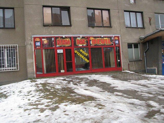 Herna v ulici Bratří Čapků v Příbrami, kde došlo k přepadení