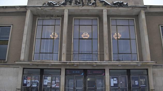 Příbramské Divadlo A. Dvořáka společně s kinem v suterénu a Estrádním sálem čeká na výtah pro veřejnost už několik let.