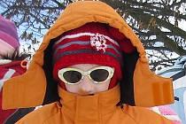 Kromě teplého oblečení jsou v mrazivých slunečných dnech vhodné sluneční brýle