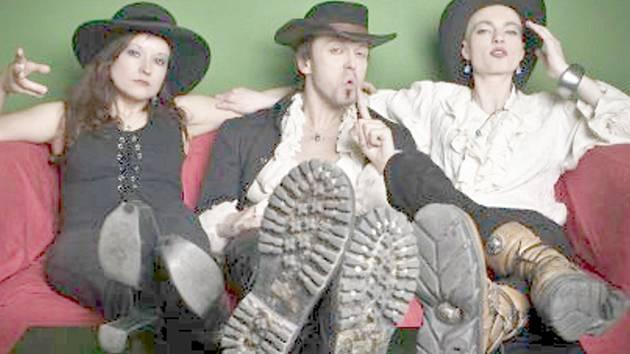 Gaia Mesiah - zleva jsou Santa Morella, Viktor Dyk, Misha Cortéz.
