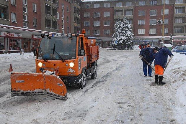 Úklid sněhu v příbramských ulicích.