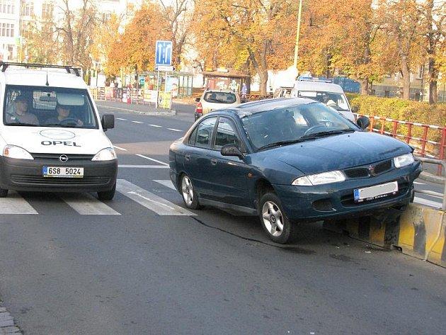 Dopravní nehoda v Jiráskových sadech.