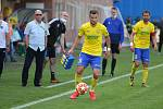 Fotbalisté Fastavu Zlín (ve žlutém) v důležitém zápase bojů o záchranu ve 28. kole v sobotu hostili poslední Příbram. Na snímku Džafič.