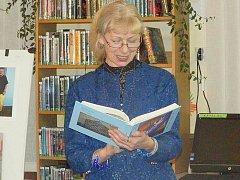 Lenka Vlková se svou druhou knihou Hovory k Tobě.