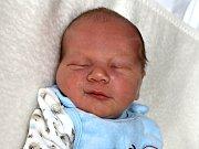 ADAM JUNGBAUER se narodil v pátek 23. června o váze 4,11 kg a míře 54 cm rodičům Janě a Vaškovi z Obořiště. Dětstvím jej bude doprovázet sestra Agátka.