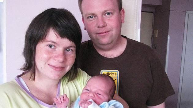V pondělí 31. října přivítali maminka Olga a tatínek Daniel z Příbrami na světě synka Pavlíka Šinágla, kterému sestřičky v porodnici v ten den navážily 3,55 kg a naměřily 52 cm. Klukovský svět bude zkoumat s dvouletým bráškou Vašíkem.