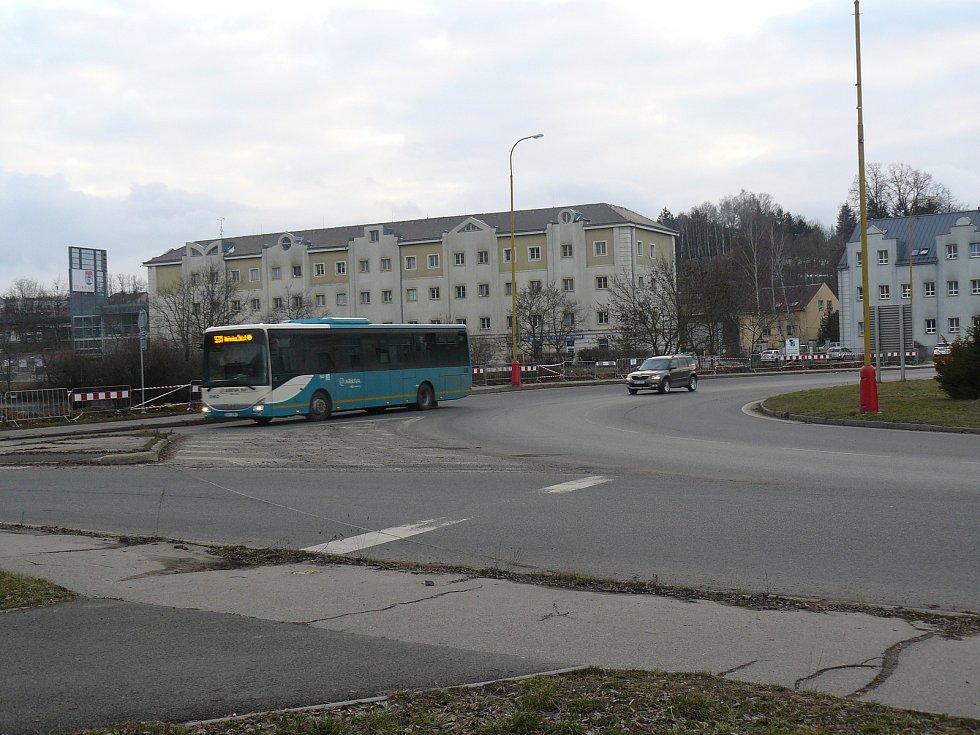 Kruhový objezd u Dolejší Obory v Příbrami.