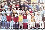 Žáci třídy 2.A z 1. Základní školy v Dobříši ve školním roce 1983/1984.