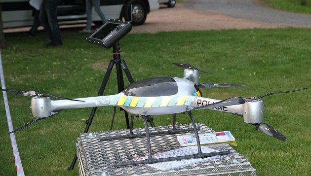 BRUS  - bezpilotní rotorový universální systém.