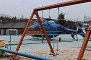 Ve Staré Huti havaroval záchranný vrtulník.