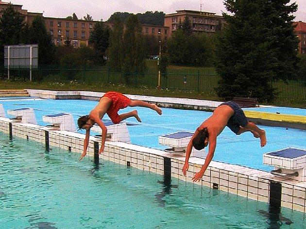 Venkovní bazén příbramského aquaparku
