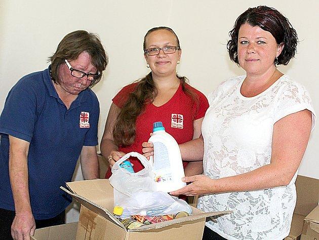 Farní charita Příbram už rozdává potravinové balíčky chudým.