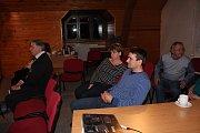 Informace o tom, jaký je současný stav v oblasti a co se v minulých dvou letech odehrálo a podařilo, zájemcům v zasedací místnosti v Dobřívu přednesl vedoucí správy CHKO Brdy Bohumil Fišer.