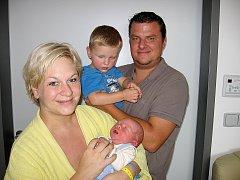 Daniel Vošmik se mamince Tereze a tatínkovi Pavlovi z Příbrami narodil v sobotu 13. září, vážil 3,58 kg a měřil 52 cm. Vyrůstat bude s dvouačtvrtletým bráškou Vojtíškem.