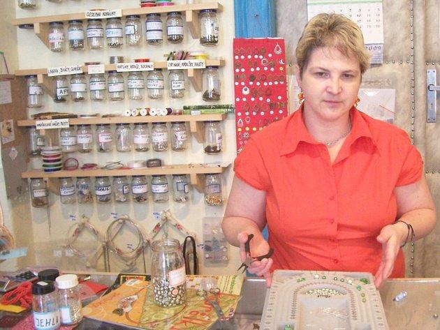Majitelka příbramského obchodu s výtvarnými potřebami Luiza Kollárová.