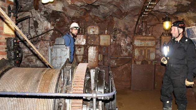 Prohlídka dolu Skalka v Mníšku pod Brdy zavede účastníky až do nitra kopce a seznámí ho s historií těžby.