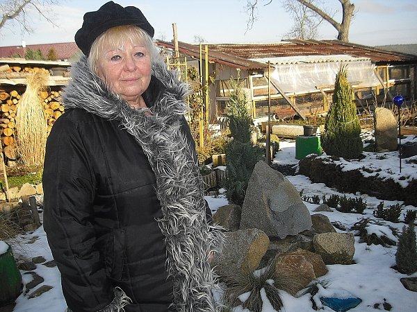 Obyvatelka Chotilska Libuše Dušková na své zahrádce.