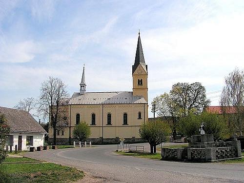 Kostel sv. Jana Křtitele je dolnohbitskou dominantou