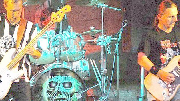 Kapela Iron Maiden revival.