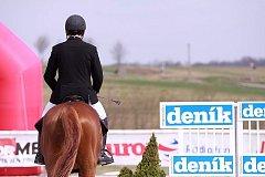 V Martinicích u Březnice zahájil ve čtvrtek extraligový seriál soutěží v parkurovém skákání – Skokový pohár České pojišťovny.