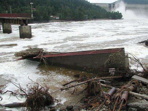 Povodně v Solenicích na Příbramsku v roce 2002.