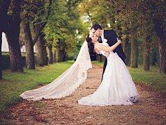 Kristýna Greplová a Petr Tichý se vydali na společnou cestu životem v sobotu 16. srpna, svatební obřad se konal v zrcadlovém sále dobříšského zámku.