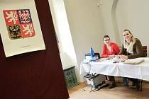 Volby 2016 v Březnici. Druhý den dopoledne hlásí březničtí komisaři zhruba dvacetiprocentní účast.