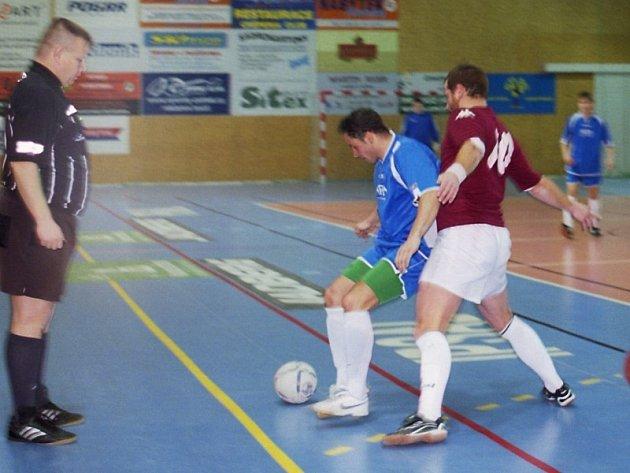 OP futsalu: Jelence (červení) - Legie (4:6).