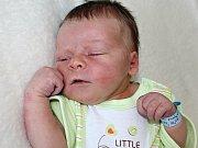 MATYÁŠ HOLEČEK, synek Lucie a Ladislava z Dobříše, se narodil v sobotu 17. června o váze 3.60 kg a míře 51 cm. Dětstvím jej budou provázet sourozenci Míša, Lukáš, Denisa a Natálie.
