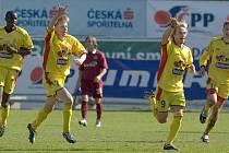 Zpátky do minulosti. Fotbalisté Příbrami zleva: A. Mendy, F. Rajtoral, R. Otepka a D. Huňa slaví gól do sítě Sparty, který se zapsal do ligové historie.