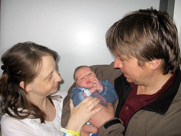 Ladislav Lajbner, synek maminky Marcely a tatínka Ladislava z Lisovic, se prvně rozhlédl po světě v pátek 21. března, vážil 4,16 kg a měřil 53 cm. Vyrůstat bude s dvouletou sestřičkou Lucinkou.