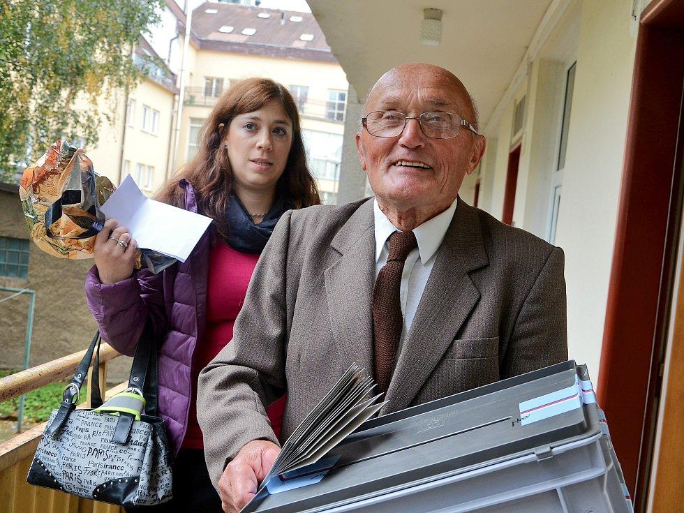 První den voleb navštívil komisař Antonín Mašika nemocnici a dům s pečovatelskou službou.