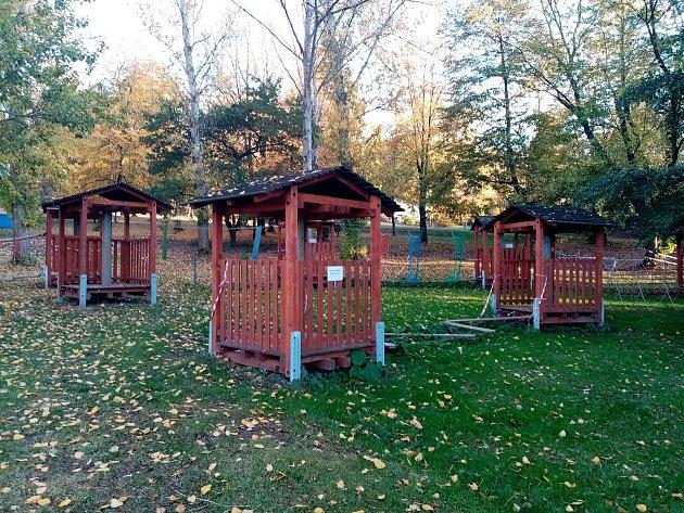 Lanový park vareálu Nového rybníku vPříbrami.