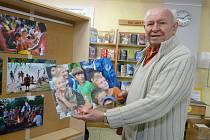 TÁBOROVÝ život na Častoboři je tématem fotografií několika autorů. Jaroslav Mucha (na snímku) romantické prostředí středního Povltaví miluje, a tak jeho snímky nemohou v knihovně chybět.