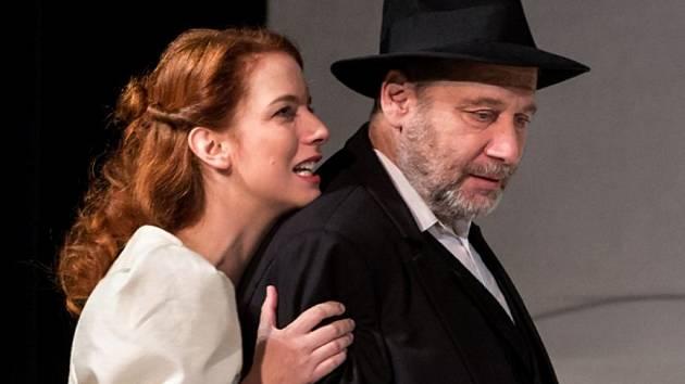 Tomáš Töpfer a Anna Fixová v divadelním představení Maryša.