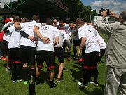 Fotbalisté Spartaku Příbram na domácím hřišti v posledním kole sezony zvítězili nad Všenory 2:0 a slaví postup do krajského přeboru.