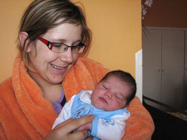 Vít Zoubek prvně otevřel očka v úterý 15. března, vážil 4,01 kg a měřil 53 cm. Pečovat o svého prvorozeného synka bude maminka Tereza spolu s tatínkem Vráťou z Příbrami.