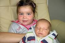 Kryštof Burian, synek maminky Kristýny a tatínka Davida z Dublovic,  se prvně rozhlédl po světě ve čtvrtek 2. října, vážil 3,42 kg a měřil 51 cm. Vyrůstat bude s dvouatřičtvrtěletou sestřičkou Justýnkou.