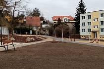 Nový park v sousedství sedlčanské nemocnice.