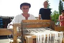 Evžen Janek na Keramickém trhu u Hořejší Obory.