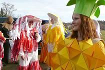 K ORIGINÁLNÍM maskám patřily nejen muchomůrky, ale také ananas.