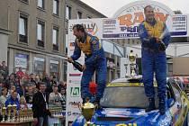 Václav Pech a Petr Uhel se počtvrté v řadě radují z vítězství v příbramské rally.