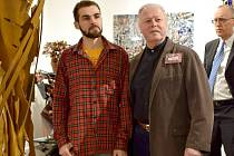 Michael Šimek (vlevo) s americkým kovářským kolegou Albertem Paleym na výstavě menších skulptur.