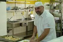 """,,Děkuji  kuchařskému kolektivu v Dětské odborné léčebně v Bukovanech za kuchařský azyl,"""" řekl Václav Plecitý celému kolektivu léčebny poté, co se vrátil k běžné práci."""